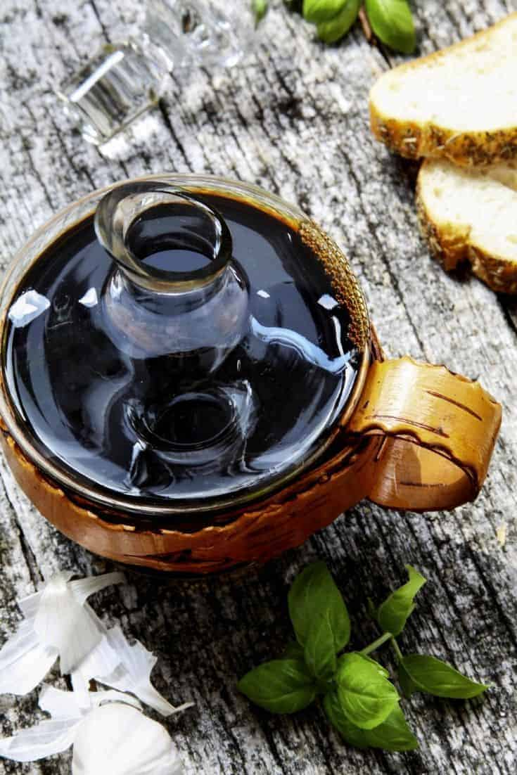 Balsamic reductions are super simple to make. You only need some balsamic vinegar and a saucepan. You can also do as I did in this recipe and spice it up a bit.  #RecipeofTheDay #CookingTips #DIY