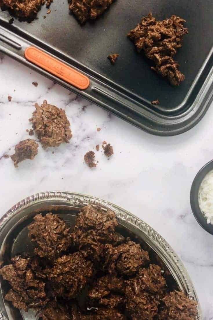 This is a recipe for chocolate macaroons. These coconut cookies are gluten-free and quite yummy. These cookies only have a few ingredients and are easy to make.  #cookies #recipes #baking