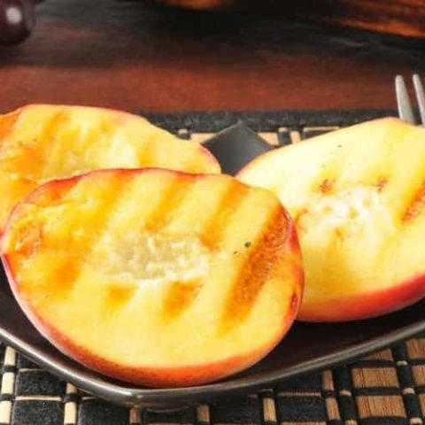 How to Make Grilled Peaches
