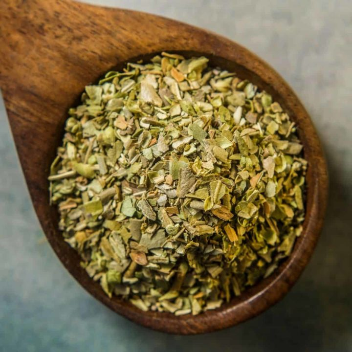 How to dry oregano in the microwave